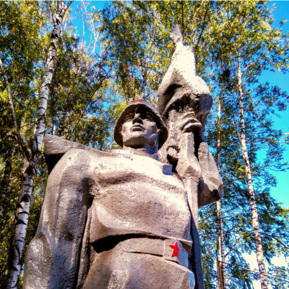 Russian countryside: monument to Russian Soldier