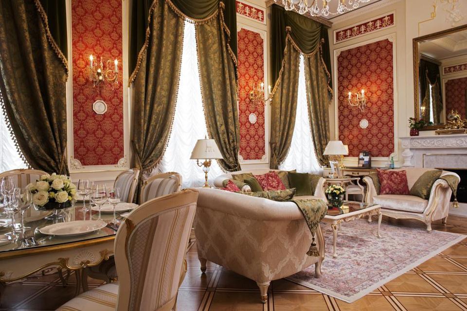 Saint Petersburg Hotels : splendid State Hermitage Hotel