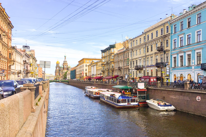 Things to do in St. Petersburg : wander along Griboedov Canal