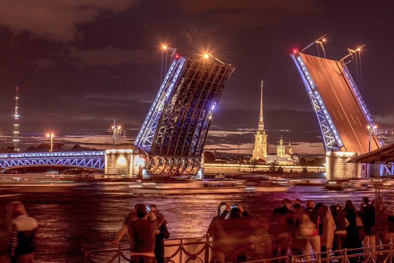 Things to do in St. Petersburg : watch drawbridges