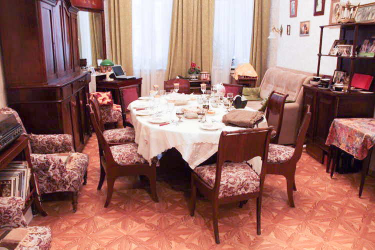 Russian Dinner In A Traditional St. Petersburg Apartment