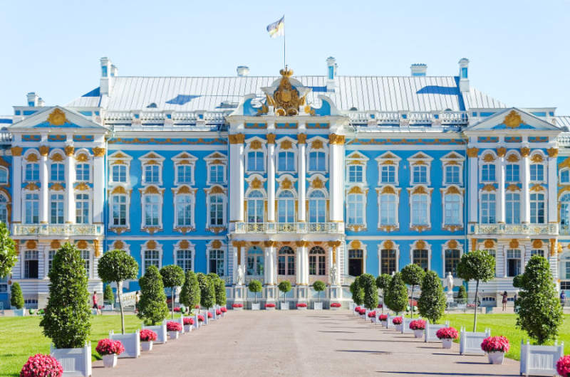 Visit imperial suburbs of St Petersburg