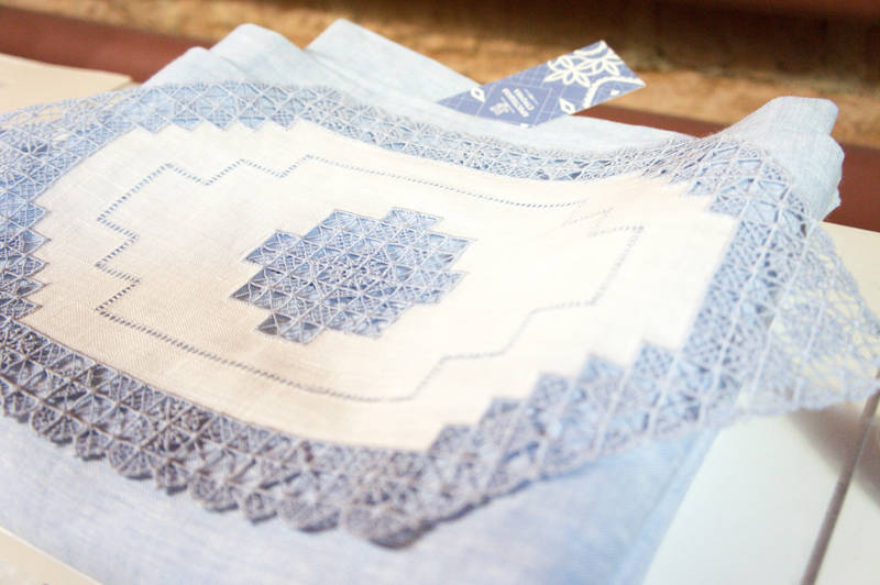 Linen napkin with traditional Krestetsky embroidery