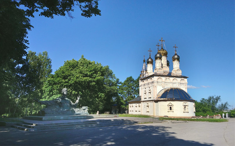 Church of the Savior on the Yar and the monument to Sergey Yesenin in the Cathedral Park. Ryazan, Russia
