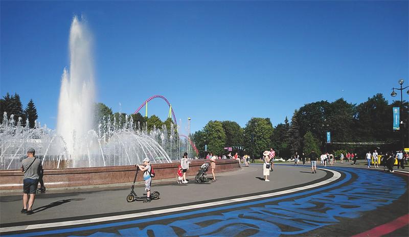 On the way to Saint Petersburg Stadium: Square of Unity on Krestovsky Island