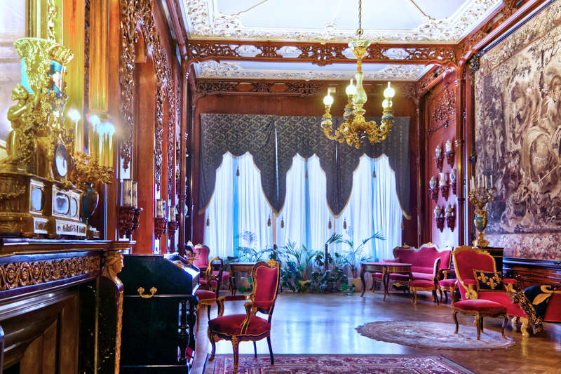 Gorgeous interiors of Yusupov Palace